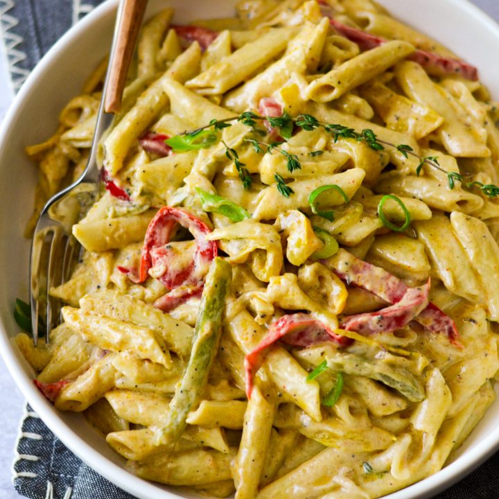 Rasta Pasta: creamy pasta with jerk spices (vegan)